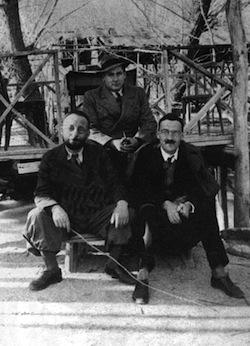 Au milieu, Jean Gaulmier, avec Jean Sauvaget et Jacques Weulersse, à Damas, dans les années 1930
