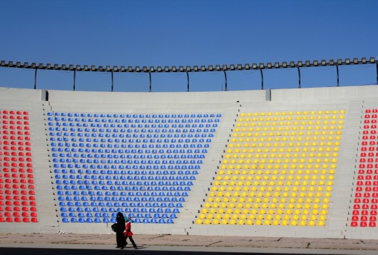 Fondation Le Corbusier/ ADAGP/ Caecilia Pieri, 2012. Modifications due to the ongoing renovation: coloured seats in the outdoors amphitheatre, internal hanging ceilings, air vents for AC in front of the façade.