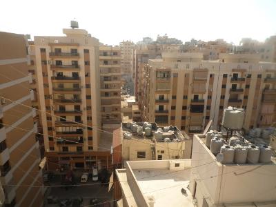 Immeubles reconstruits (remarquer les teintes homogènes des façades) (EV)