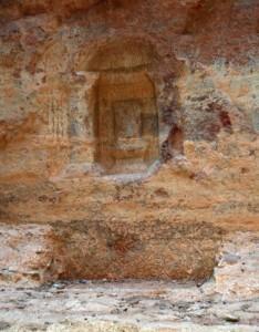 Figure 1 : Bétyle dans sa niche. Siq de Pétra (Photo A. Hamm)