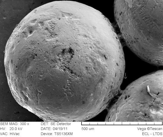 Fig. 1 : Vue microscopique (x300) d'un assemblage de granules expérimentaux (Photographie : N. Thomas, 2011)