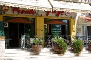 © Café de Ramallah fréquenté entre autres par une clientèle d'expatriés occidentaux.  Photo Clio Chaveneau, 2013.