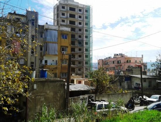 Constructions informelles en plein centre de Beyrouth. Mar Mikhaïl, le long de l'ancienne voie ferrée.