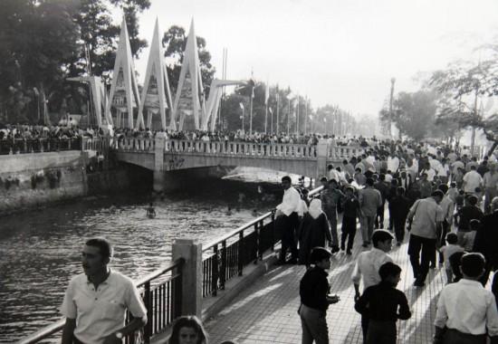 La rivière Barada et l'entrée de la Foire internationale de Damas