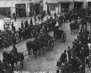 Artillerie turque quittant Constantinople (Agence Rol, 1914). Paris, BnF, département Estampes et photographie, EST EI -13 (406). (Gallica : ark:/12148/btv1b6932501f). Domaine public.