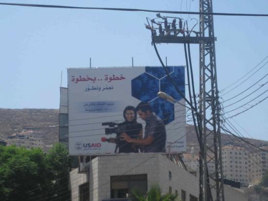 Panneau de présentation d'un projet de l'USAID – Bethléem, juillet 2009. Cliché : S. Sbeih