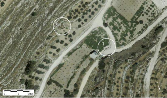 Figure 2 : Localisation des vestiges 1: secteur de la chapelle baptismale; 2: secteur du bâtiment médiéval (© Geomolg)