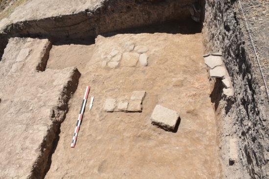 Figure 5 : mur et cour d'un bâtiment dans le chantier A1 (photographie MAA)